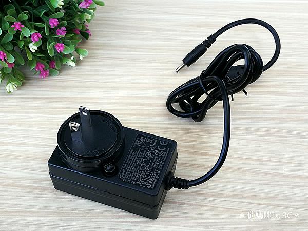明碁 BenQ GV1 無線行動投影機開箱 (俏媽咪玩3C) (15).png