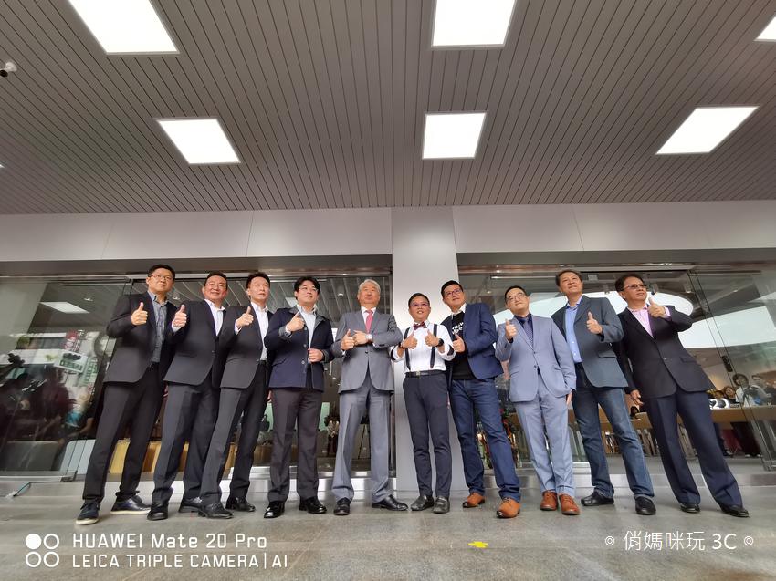 高雄新崛江 HUAWEI 華為品牌體驗服務店 (13).png