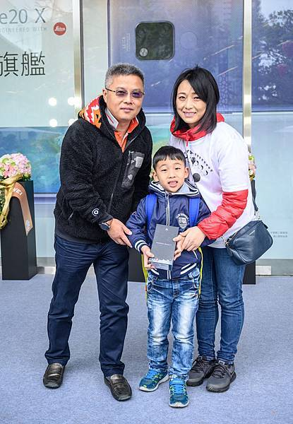 【HUAWEI 新聞照片】HUAWEI 持續力行在地化品牌經營,台北大直 ATT 體驗店盛大開幕、進駐時尚商圈,開幕慶推出五大好禮回饋,透過親切有趣的互動,為前來的親子客創造美好回憶。