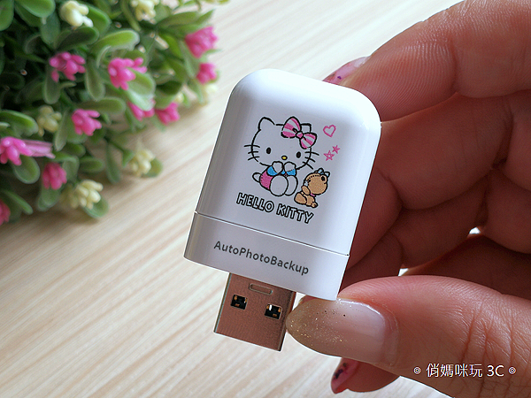 PhotoFast AutoPhotoBackup 備份方塊  Hello Kitty 授權版開箱 (俏媽咪玩 3C) (9).png