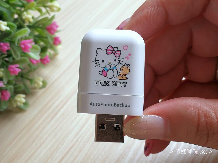 PhotoFast AutoPhotoBackup 備份方塊  Hello Kitty 授權版開箱 (俏媽咪玩 3C) (10).png