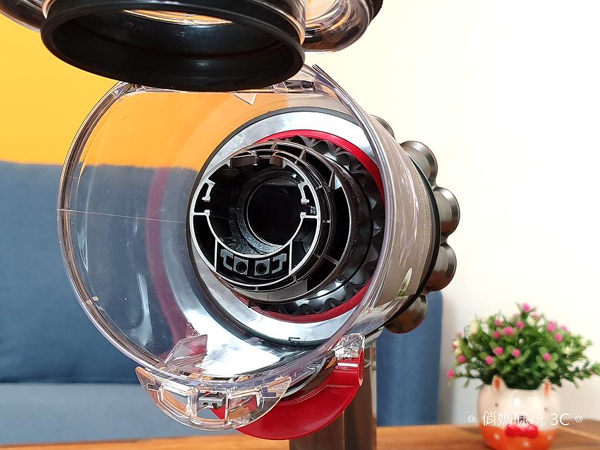 戴森 Dyson V11 Absolute+ 無線吸塵器開箱 (俏媽咪玩 3C) (27).png
