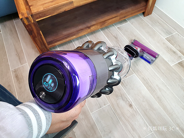 戴森 Dyson V11 Absolute+ 無線吸塵器開箱 (俏媽咪玩 3C) (33).png