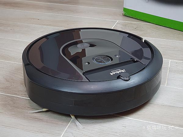 iRobot Roomba i7+ 掃地機器人開箱 (俏媽咪玩 3C) (11).png