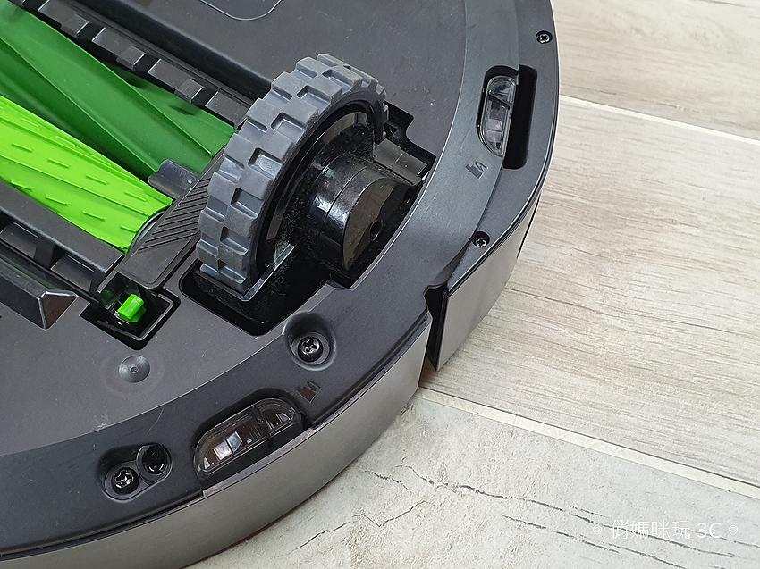 iRobot Roomba i7+ 掃地機器人開箱 (俏媽咪玩 3C) (16).png