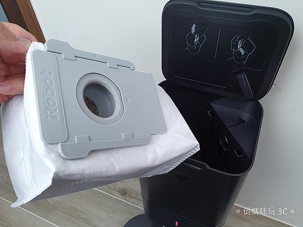 iRobot Roomba i7+ 掃地機器人開箱 (俏媽咪玩 3C) (23).png