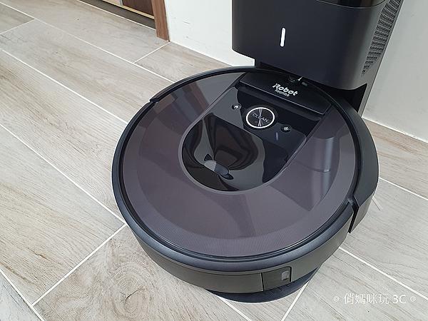 iRobot Roomba i7+ 掃地機器人開箱 (俏媽咪玩 3C) (25).png