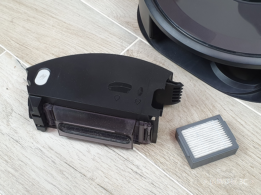 iRobot Roomba i7+ 掃地機器人開箱 (俏媽咪玩 3C) (27).png