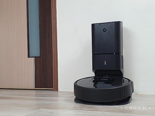 iRobot Roomba i7+ 掃地機器人開箱 (俏媽咪玩 3C) (31).png
