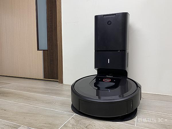 iRobot Roomba i7+ 掃地機器人開箱 (俏媽咪玩 3C) (1).png