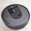 iRobot Roomba i7+ 掃地機器人開箱 (俏媽咪玩 3C) (3).png