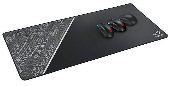 全新配色的ROG Sheath BLK LTD是一款為滿足各類型滑鼠而打造的滑鼠墊,擁有900mm X 440mm的超大面積,可同時容納所有電競配備。.jpg