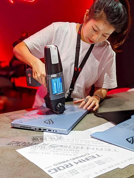 獨步全球的訂製噴印服務於即日展開,不僅為玩家加添潮味十足的電競風格,更是展現獨特風尚的絕佳機會。.jpg