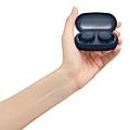 圖4) WF-XB700搭配輕巧隨身充電盒提供總電池續航力18小時,且支援充電10分鐘獲得額外60分鐘聆聽時間。.jpg