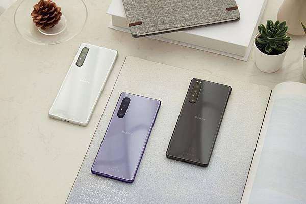 圖說四、Xperia 1 II 首款推出耀黑、羽白、鏡紫三款質感手機顏色選擇.jpg
