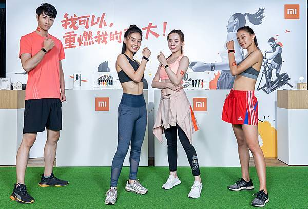 小米台灣今(16)強勢推出米粉引頸期盼的「小米手環 5」與高性價比入門款「小米手環 4C」,以智慧穿戴迎接夏日運動新生活。2.jpg