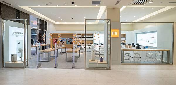 小米台灣於今(18)日宣布新竹米粉們期待已久的「小米新竹巨城專賣店」正式開幕,將為米粉們提供更舒適的消費空間以及更豐富的商品種類。.jpg