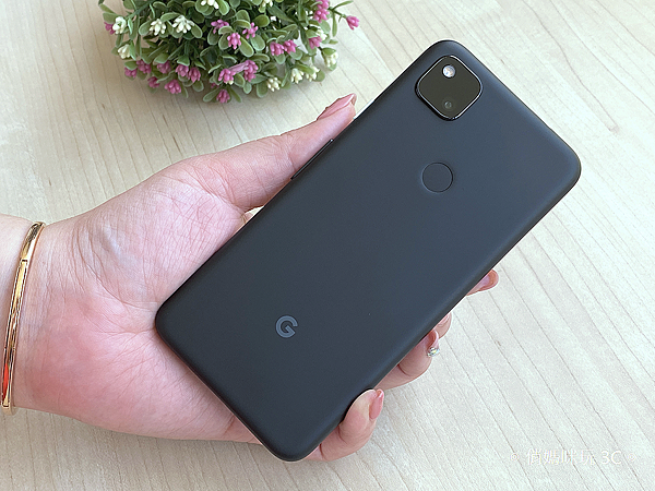 Google Pixel 4a 開箱(俏媽咪玩3C) (7).png
