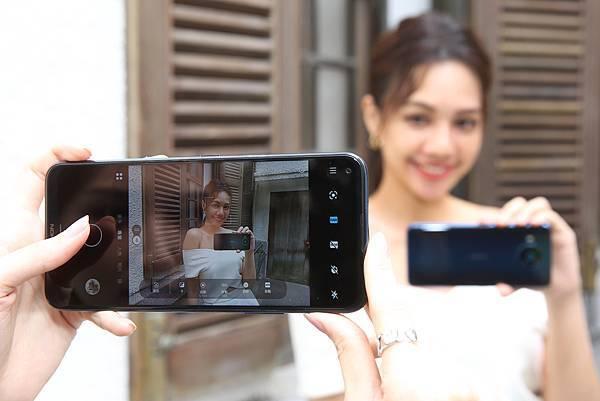 Nokia 8.3 5G 内建的「專業模式」拍照功能媲美單眼相機,讓使用者輕鬆調整相機系數,拍出大師級作品。(圖由HMD Global 提供)_1.jpg