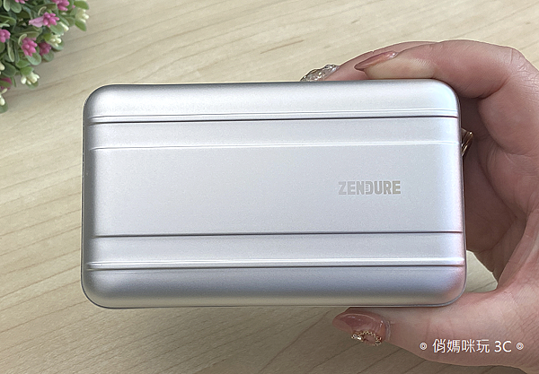 Zendure SuperTank Pro 行動電源開箱 (俏媽咪玩3C) (11).png