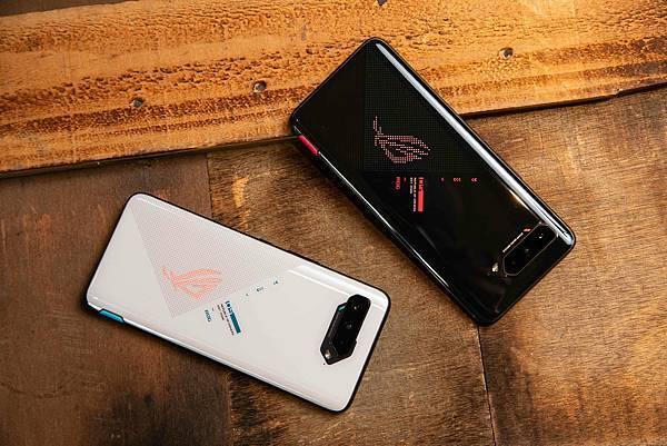 ROG Phone 5延續6000mAh超大容量電池,附贈65W快充變壓器,長效續航不怕「中離」戰場!.jpg