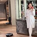 圖說:美女營養師身兼孕媽咪的高敏敏使用Roomba i3+,搭載自動集塵座,從吸塵至倒垃圾都可不假他人之手,多重過濾保證密封不外漏,徹底杜絕揚塵....jpg