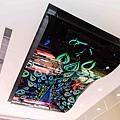 圖說三、神山Surpass超越店入口處擁有通路最大LG曲面螢幕,入店仍可感受壯觀曲面螢幕視覺享受.jpg