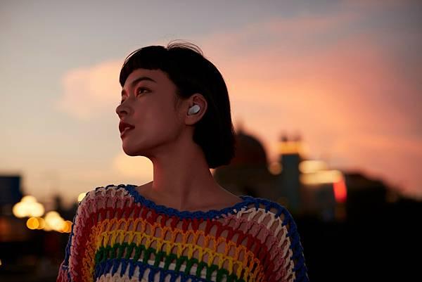 Redmi Buds 3 Pro 降噪藍牙耳機支援旗艦級混合式主動降噪、適應性降噪功能,可提供高達35dB的深度降噪,並依據環境噪音水平、用戶使用習慣調整降噪深度,提供更舒適的聆聽感受。.jpg