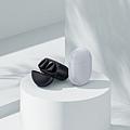 Redmi Buds 3 Pro 降噪藍牙耳機提供冰晶灰、曜石黑兩種顏色,售價為新台幣$1,595元,將於9月15日起於各大通路陸續上市。.jpg