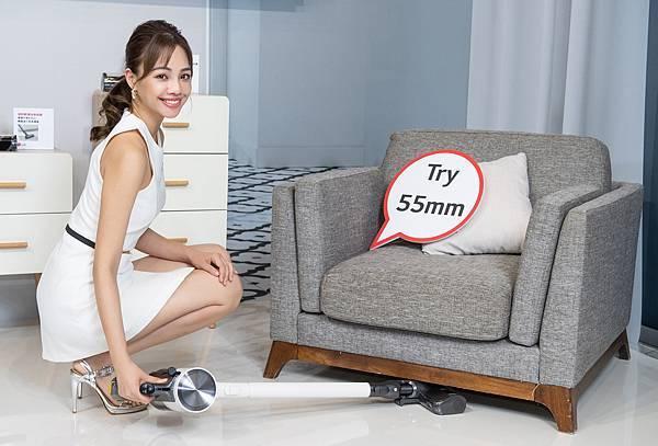 LG A9 T系列All-in-One濕拖無線吸塵器強勁輕薄吸頭及隙縫吸頭深入各角落、死角將灰塵一掃而「淨」。.jpg