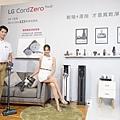 LG A9 T系列All-in-One濕拖無線吸塵器配備6款吸頭,除了可以同時乾吸濕拖的智慧雙旋濕拖吸頭外,新增地毯吸頭可深入地毯深層除塵、還有能清除沙發及寵物寢具的毛髮專用吸頭,面對任何環境都能隨機應變 完成清潔。.jpg