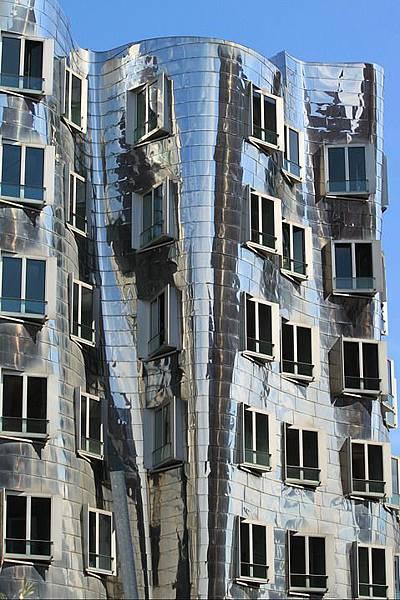 facade-418288_960_720.jpg