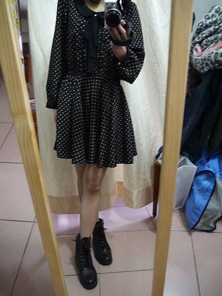 黑色點點洋裝