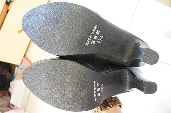 黑色包頭跟鞋 賣100元