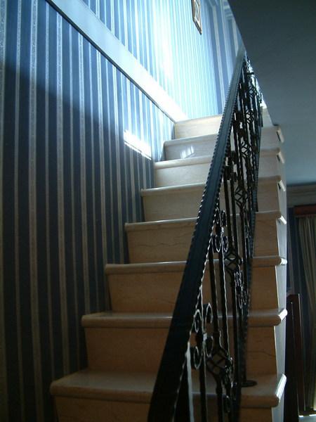往2F樓梯