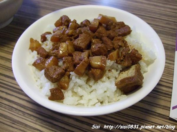 滷肉飯(25元)