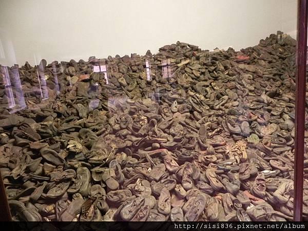 這些全部都是猶太兒童的鞋子