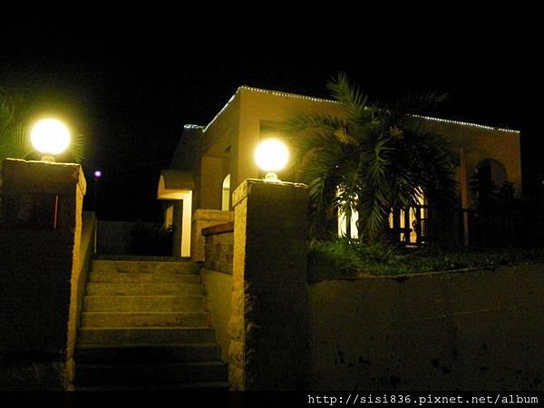 夜間之Villa客房大門