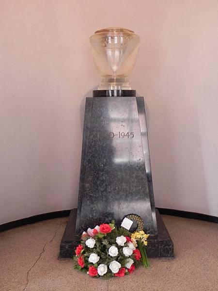 奧斯威辛紀念碑