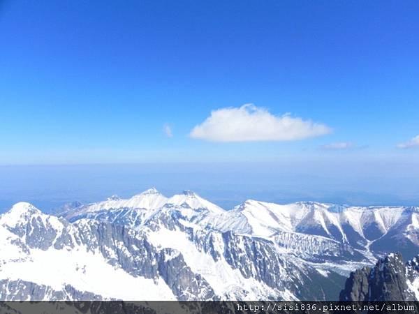 藍天+白雲 ,很舒爽的感覺…