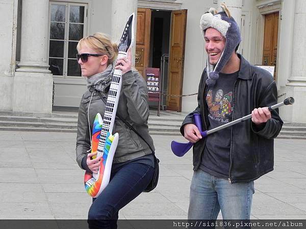 蕭邦公園-搞笑即興演出的年輕人