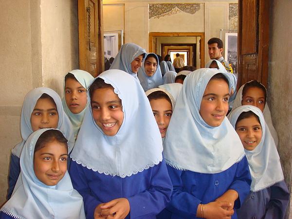 穿制服的女學童