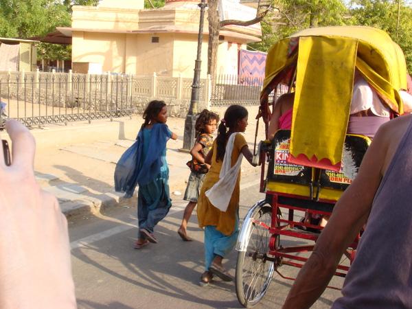很可憐!也令人害怕的印度小朋友