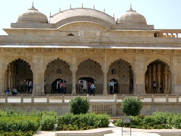 又稱為「萬鏡之宮」的虛什瑪哈勒宮殿