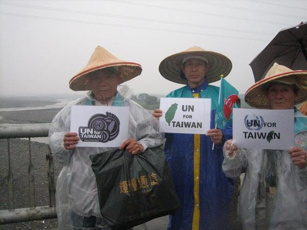 照片 077 蘭陽溪上風雨中支持UNforTaiwan.JPG
