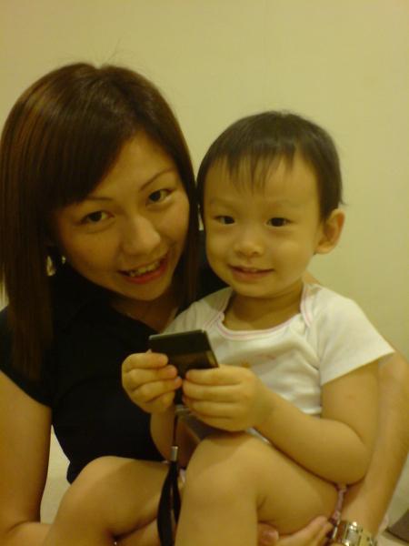 小豆阿姨抱阿娃娃