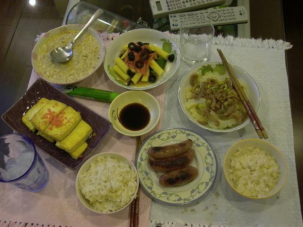 娃娃三歲的溫馨晚餐.JPG