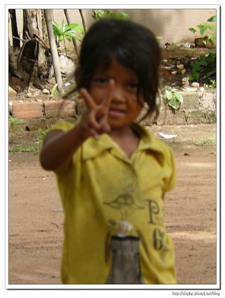 羅蕾寺前的小女生.jpg