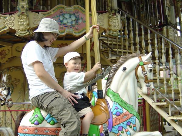 和媽媽騎馬.JPG