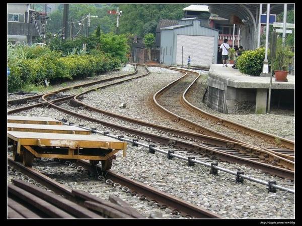 車站前的鐵軌.jpg